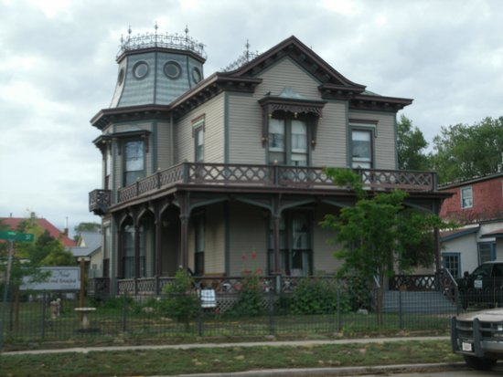 Crow's Nest Bed & Breakfast : Outside of B&B