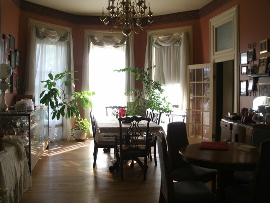 Crow's Nest Bed & Breakfast : Breakfast Area