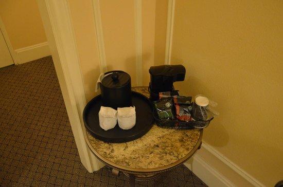 Millennium Biltmore Hotel Los Angeles: ALGUNAS AMENIDADES EN LA HABITACIÓN