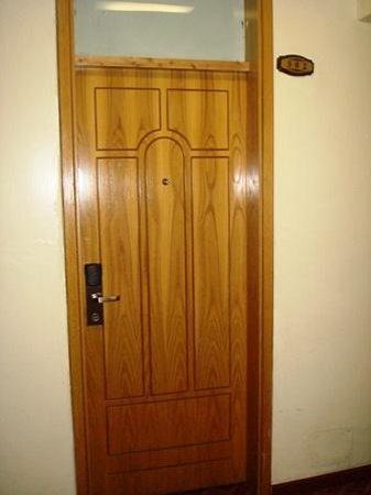 KZ Hotel: Room door