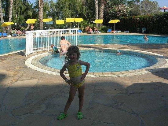 Paschalia Hotel: Детский и большой бассейны