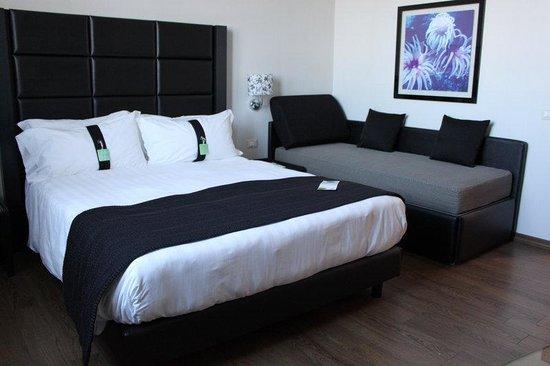 Holiday Inn Genoa City : Quuen Room with sofa bed