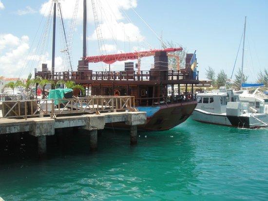 Island Inn Hotel : Bridgetown marina