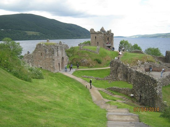 Loch Ness by Jacobite: Jacobite Cruise Loch Ness-Urquhart Castle
