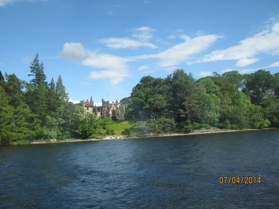 Loch Ness by Jacobite: Jacobite Cruise Loch Ness - castle seen from boat
