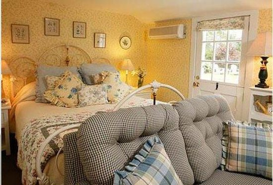 Captain's House Inn: Garden Room