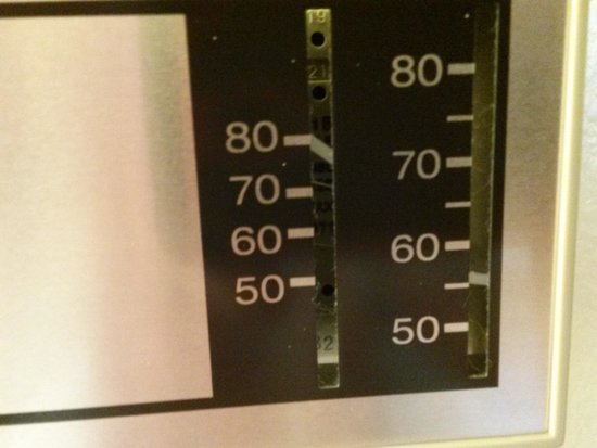 Larkspur Landing Bellevue : thermostat stuck at 89....the temp of our room.