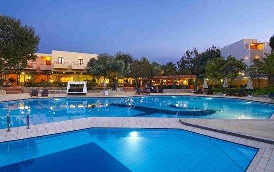 Sirios Village Hotel & Bungalows: Pool Nightime