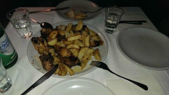 Pollo scucchiato con patate al forno - Foto di La Terrazza, Mercato ...