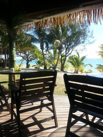 Tamanu Beach Resort: Litt av restauranten innenfra og utsikt