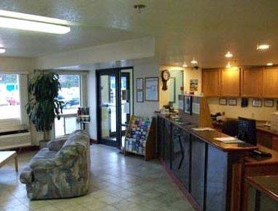 Days Inn Port Angeles: Front Desk