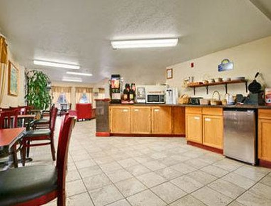 Days Inn Port Angeles: Breakfast Area
