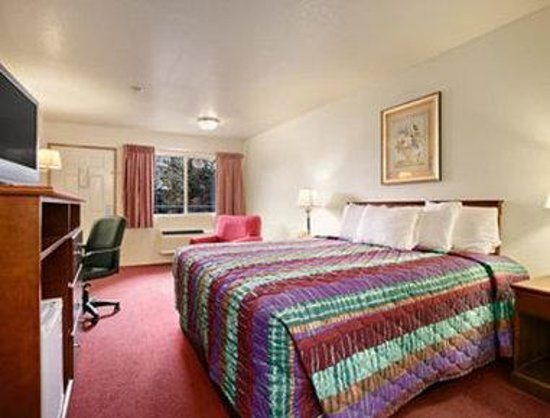 Days Inn Port Angeles: Standard One King Bed Room