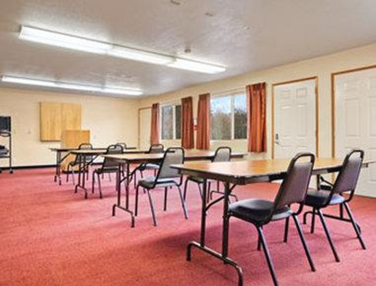 Days Inn Port Angeles: Meeting Room