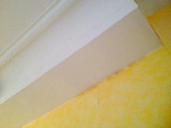 Prince Hotel : Mouldy walls