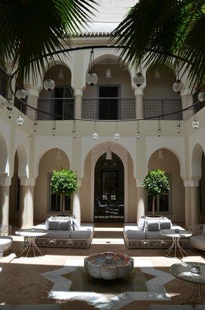 Riad Nashira & Spa: cour intérieure