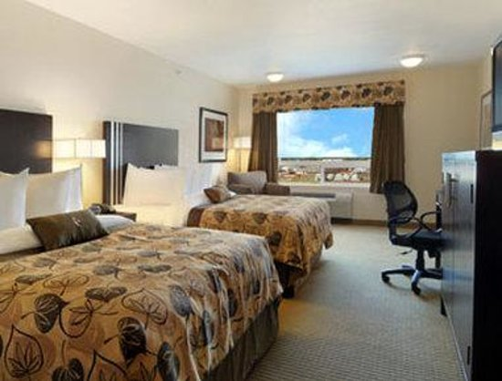 Ramada Wainwright: Standard Two Queen Bed Room