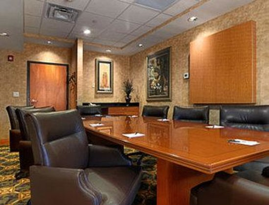 Wingate by Wyndham LaGrange: Boardroom