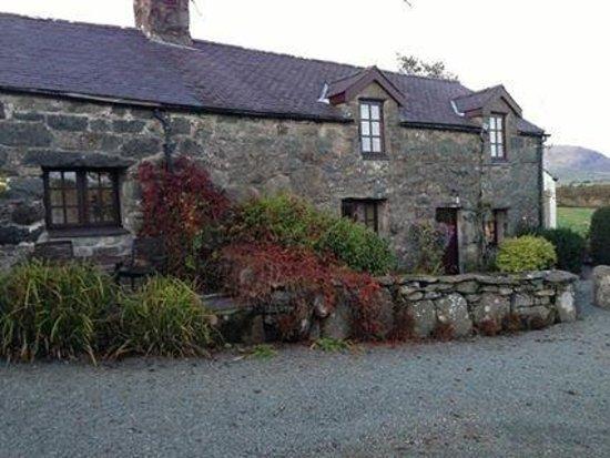 Tyddyn Iolyn Farmhouse: main house