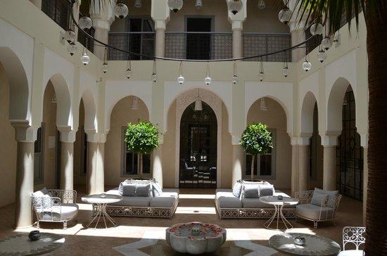 Riad Nashira & Spa : cour intérieure