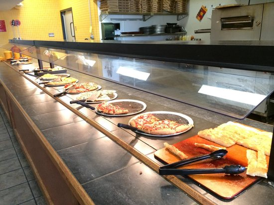 CiCi's Pizza : Lunch time Sunday... Keeping up and clean overall