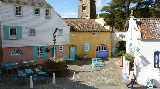 Portmeirion Village : The square