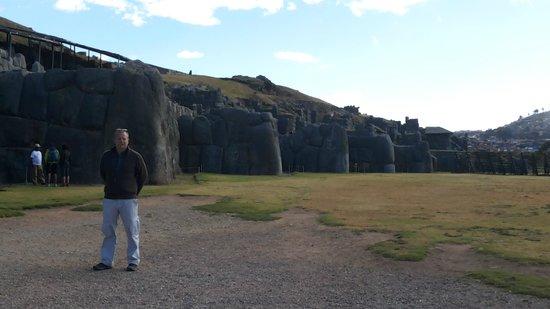 Sacsayhuamán: Distribucion en estrella de las paredes con fines acusticos