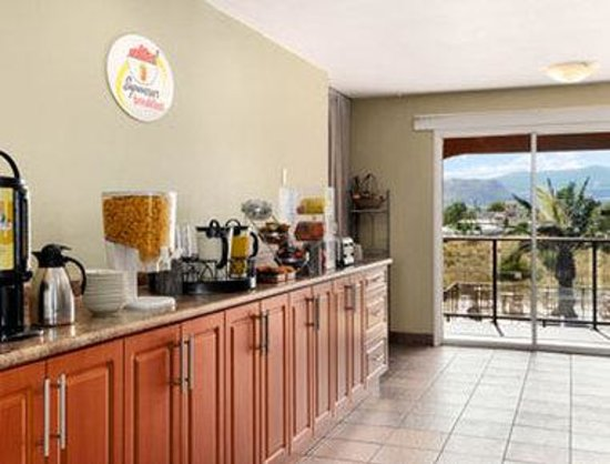 Super 8 Osoyoos: Breakfast Area