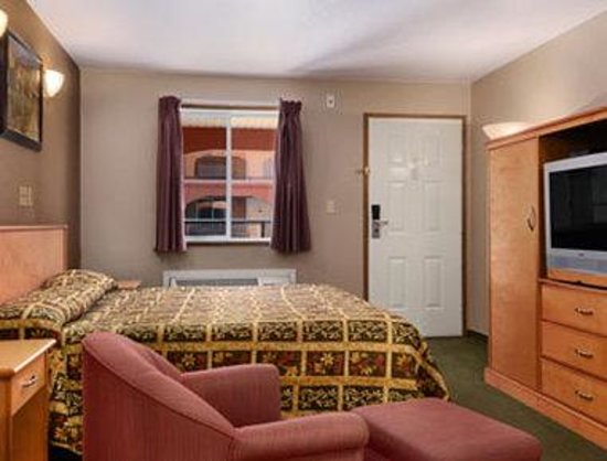 Super 8 Osoyoos: Standard King Bed Room