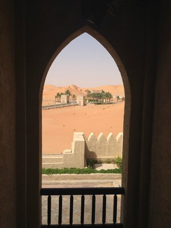 Qasr Al Sarab Desert Resort by Anantara: The resort entrance