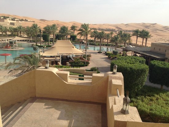 Qasr Al Sarab Desert Resort by Anantara: Pool area