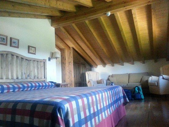 Hotel Garabatos: habitación.-