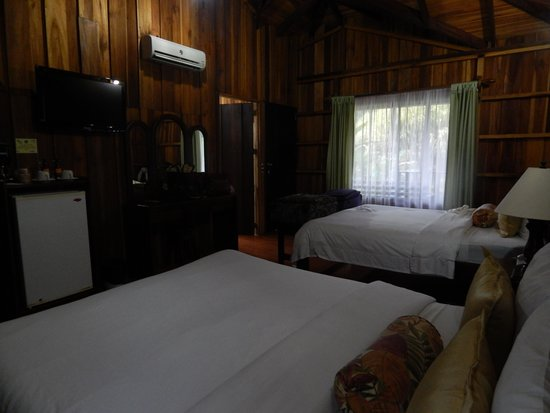 Hotel Lomas del Volcan: large room