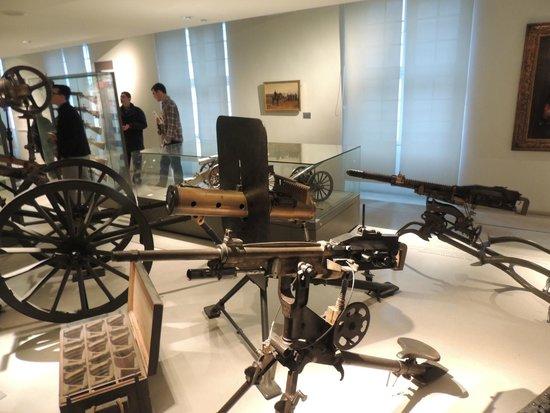 Museo de la Armada: World War artillery
