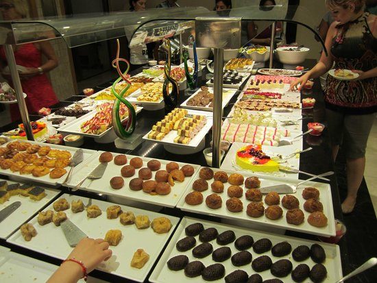 Korumar Hotel De Luxe : Evening buffet - desert section