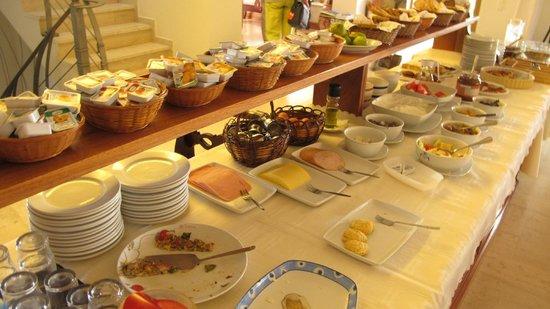 Hotel Matina: Many breakfast choices, especially Mrs. Sigala's fresh baked cakes!
