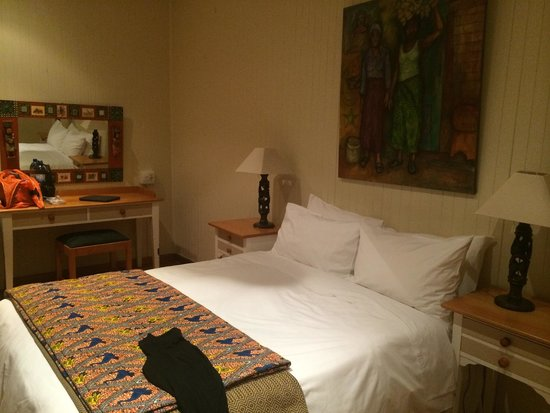 Graskop Hotel: Our room for 3. Really adorable and clean.