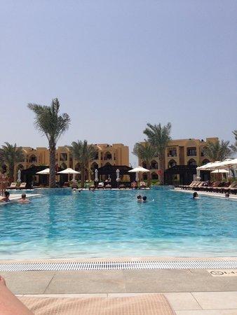 Doubletree by Hilton Ras Al Khaimah : widok basenu