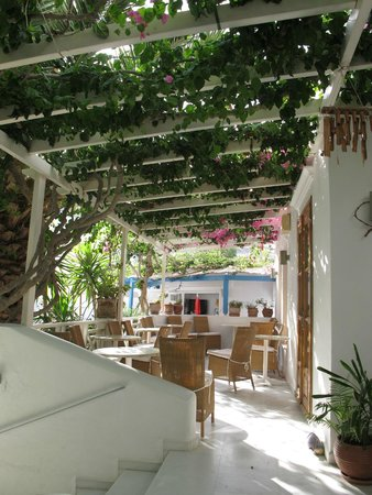 Hotel Matina: Best place to enjoy breakfast, on the porch!