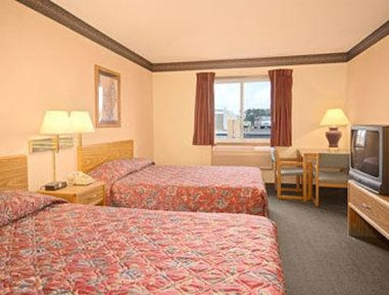 Super 8 Superior WI: Standard Two Double Bed Room