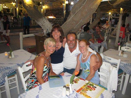 Hotel Matina: Mr. Fotis, owner of The Boat House in Kamari - plate breaking & traditional dancing too!