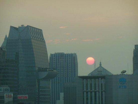 Mercure Bangkok Sukhumvit 11: Sunset room view