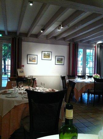 Auberge des Pins: la salle-à-manger du dîner.
