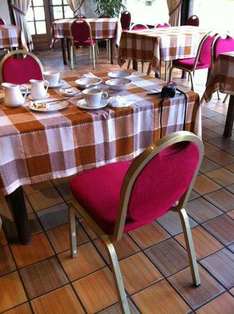 Auberge des Pins: La salle-à-manger du petit-déjeûner.