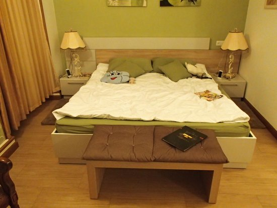 Azoyan Guest House: Bed at Classic Room