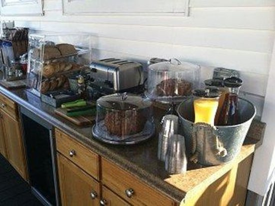 Glen Cove Inn & Suites: Brkfst