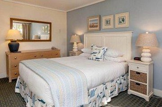 Glen Cove Inn & Suites: Queen