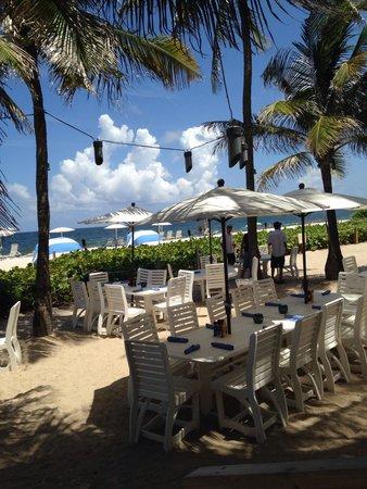 Beachcomber Resort and Villas: Dinner on the beach