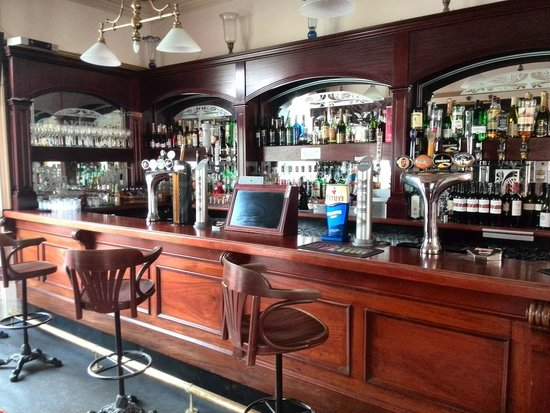 Regency Hotel: bar area