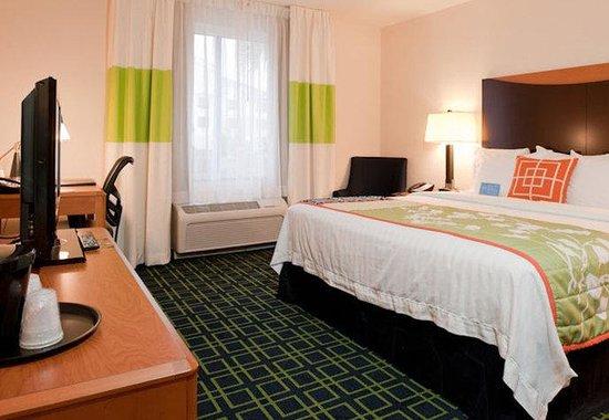 Fairfield Inn & Suites Naples : King Guest Room